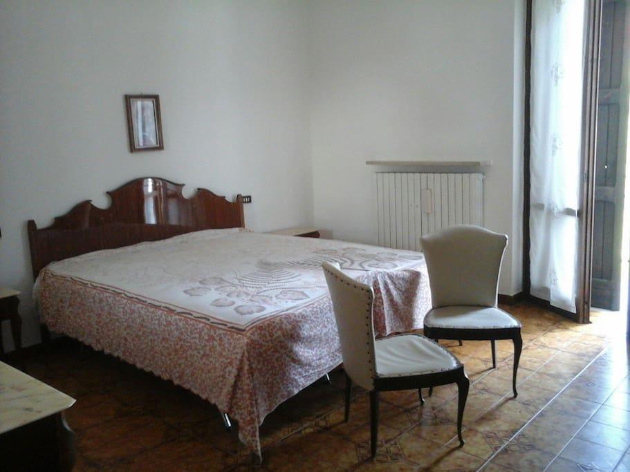 Camera 1 di 3