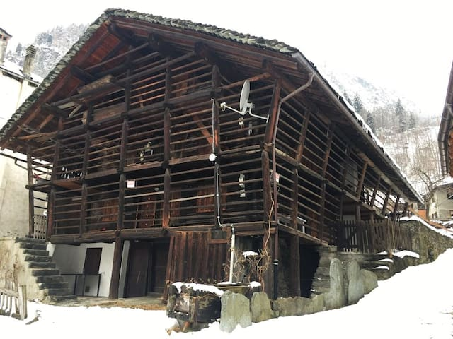 Chalet less than 50 meters away from the lifts