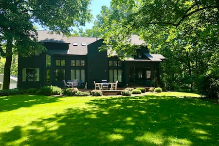 Lake Winnebago Luxury Retreat near EAA