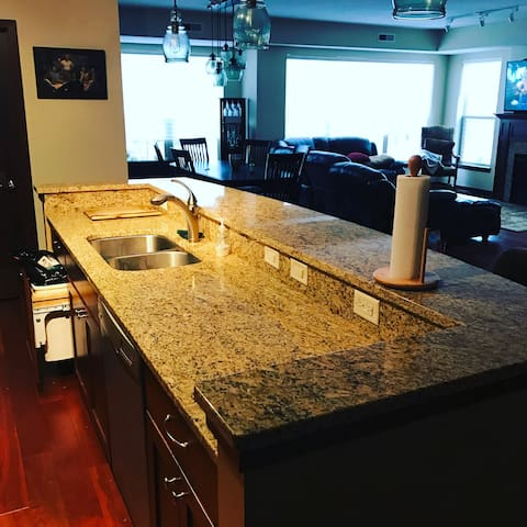 3 bedroom Luxry Condo