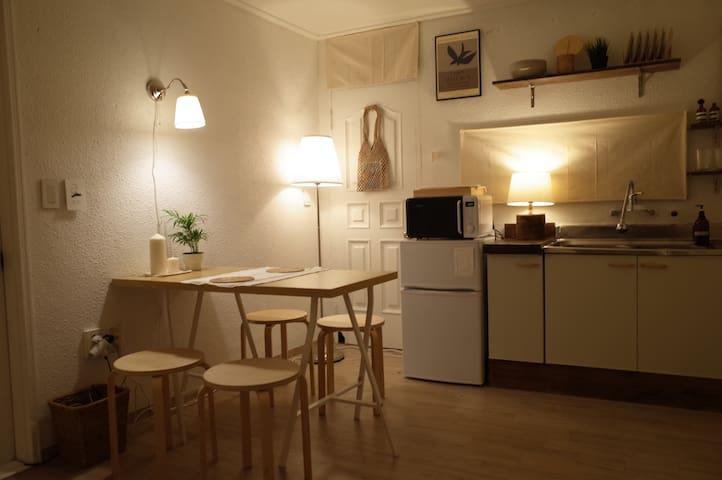 [방역완료] 스너그하우스 Snug House in Itaewon 3min 이태원역 앤틱거리
