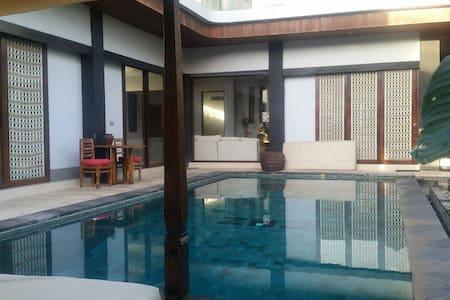Specious Charning En suite room - tabanan - Villa