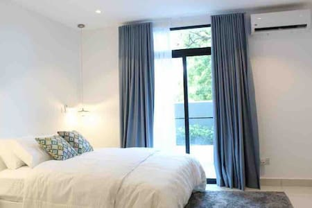 Elegant Modern Apartment with On-site restaurant