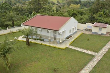 Villa Luce Yaoundé  Nyoum 2