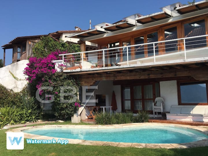Casa junto al lago, en La Peña