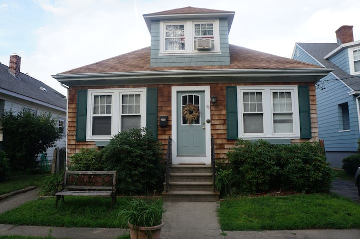 Bungalow in Historic Pawtuxet Vlg - Warwick - Casa