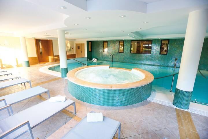 Appartement Equipé avec Accès Piscine + Salle de Fitness + Spa!