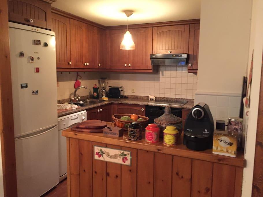 Casa acogedora cerca de baqueira houses for rent in mont for Cocina unida a salon