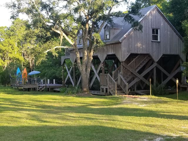 Great cabin on the bayou!!