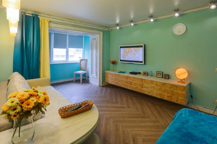 Красивая квартира Wood Art с удобным расположением