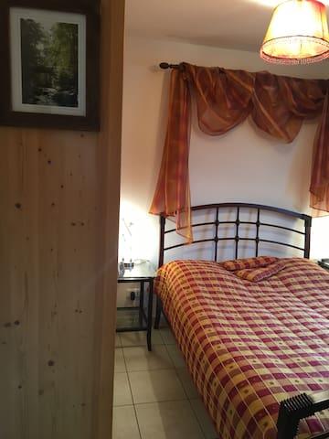 Chambre 1 : lit deux places 140x190