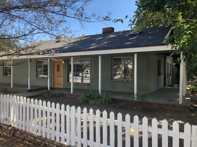 Large downtown Kernville home-walk to all the fun