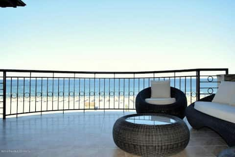 Fabulous sea view, large & cosy apartment.