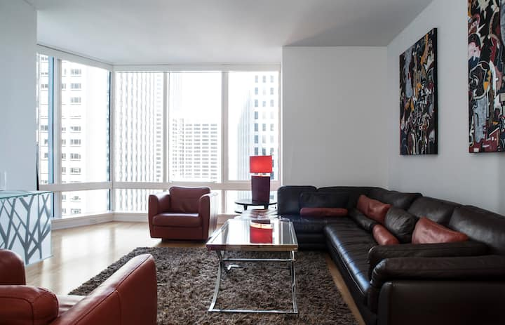 Luxury High Rise Condo • Financial District •