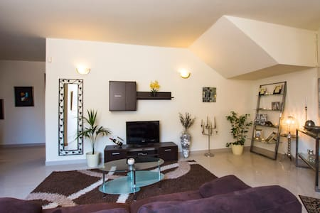 Designer finished, walking distance to city centre - Swieqi - Huoneisto