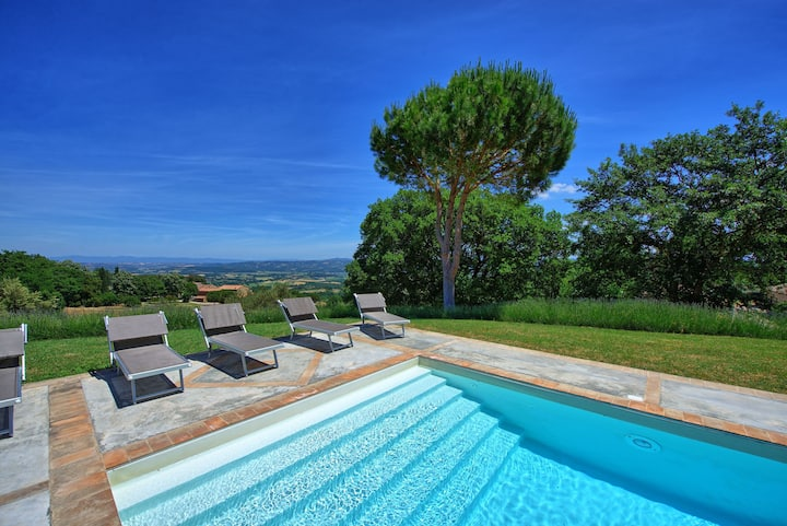 Villa Montefreddo - Country Villa with swimming pool in Orcia Valley, Tuscany