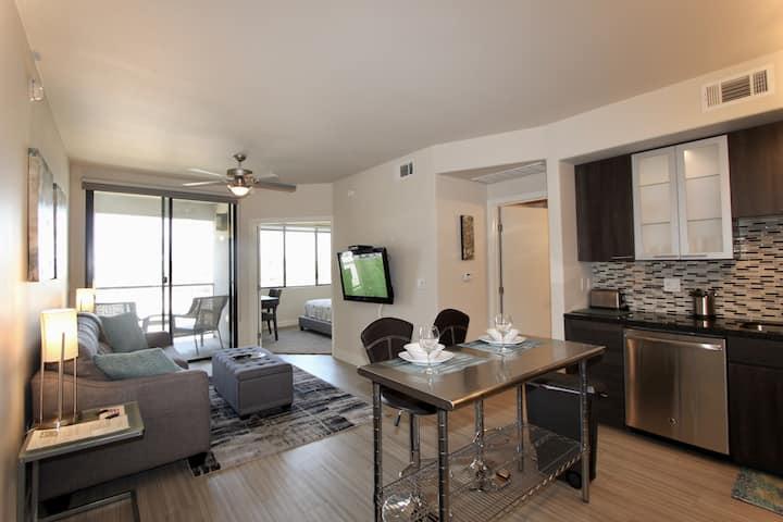 Kierland/Scottsdale Quarter!Top Floor-No One Above