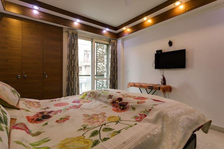 King Sized Beds Ensure Your Refreshing Deep Sleep.