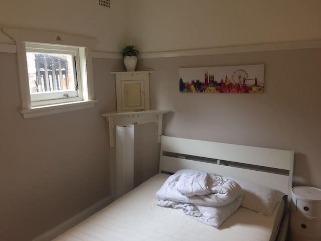 Quiet Cozy Convenient room in Burwood - Burwood - Casa