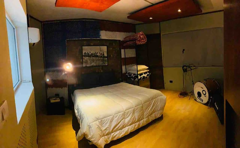 RB Music, Studio Experience. USA Room
