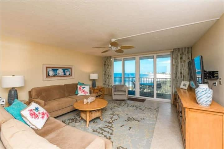 Beautiful Beachfront Condo on Siesta Key!