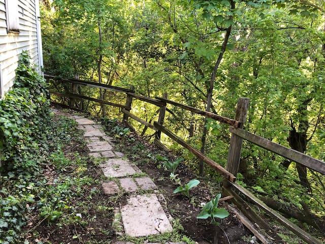 Hillside Hideaway Near the River