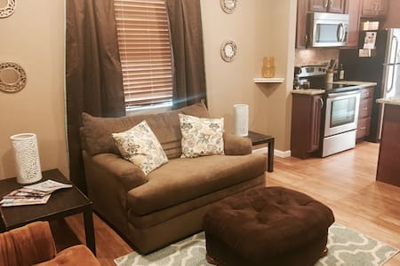 Main Flr Suite w/ Prvt Entry, Centrally Located! - Englewood