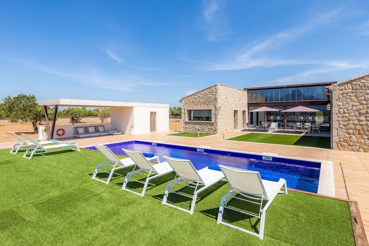 """Luxury Holiday Home """"Es Velar 34"""" with Mountain View, Wi-Fi, Garden, Terrace and Pool; Parking Available"""