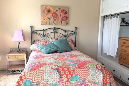 Comma Cottage One - Carson City - Bed & Breakfast
