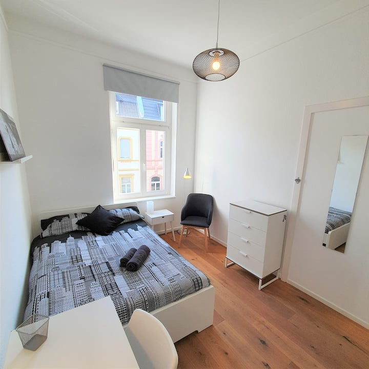 ROOM 7_ Nice double room of 9 sqm, in Bonn- Beuel