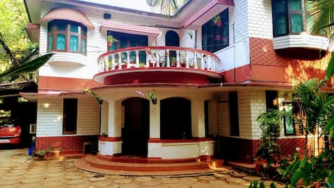 Sourabham Homestay - AC Room with twin beds