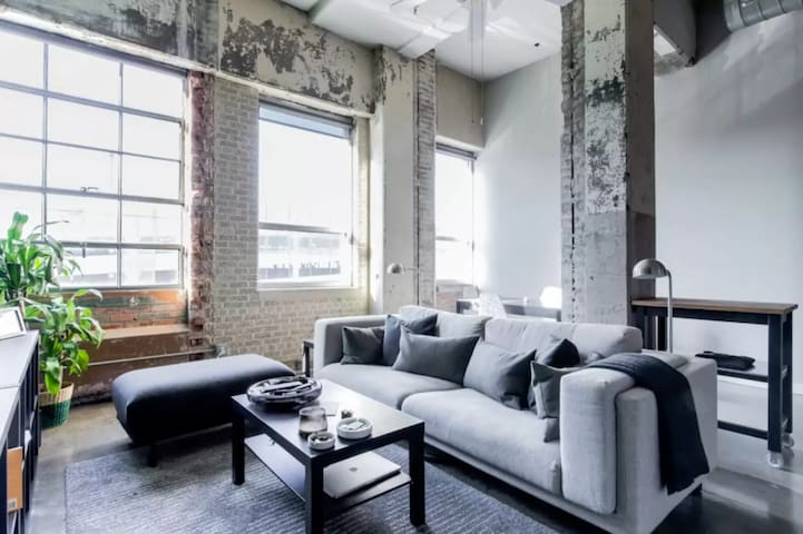 Downtown Luxury Loft in Historic Building - Dallas