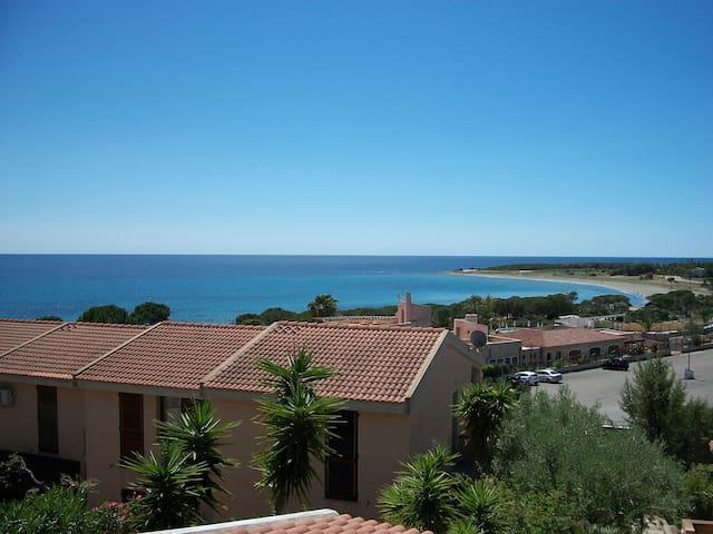casa con vista mare - Porto Corallo - Hus