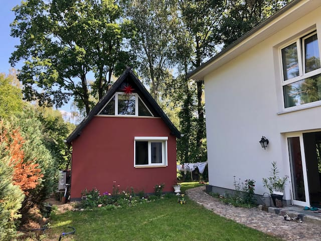 Cosy Woodland Bungalow next to Berlin and Potsdam