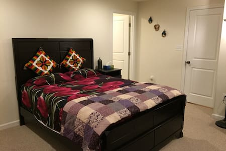 Private bedroom with full bathroom - Aldie