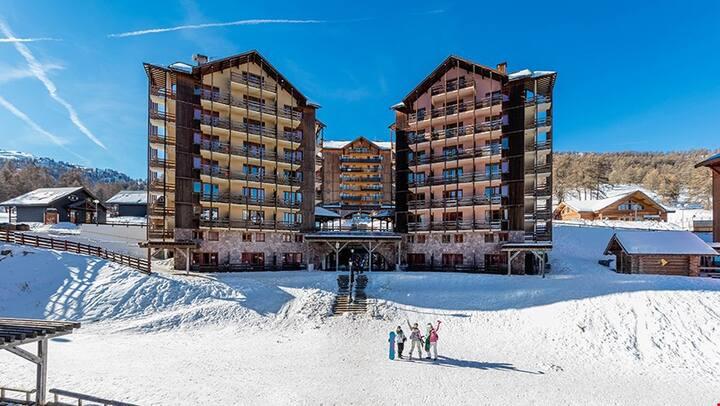 PRIVATE Balcony + Ski Storage on-site | Your Next Mountain Getaway