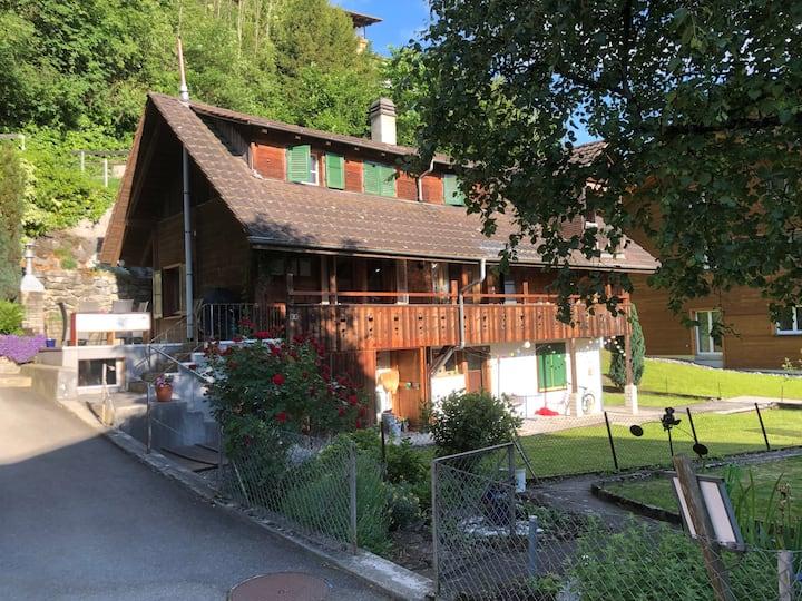 Tolle Familienwohnung 200 Schritte vom Thunersee
