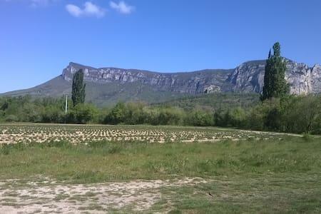Chambre au calme et vue sur les montagnes! - Francillon-sur-Roubion - Huoneisto