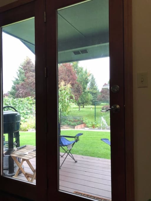 Patio view: yard, garden and golf course (safely located behind the tee box)