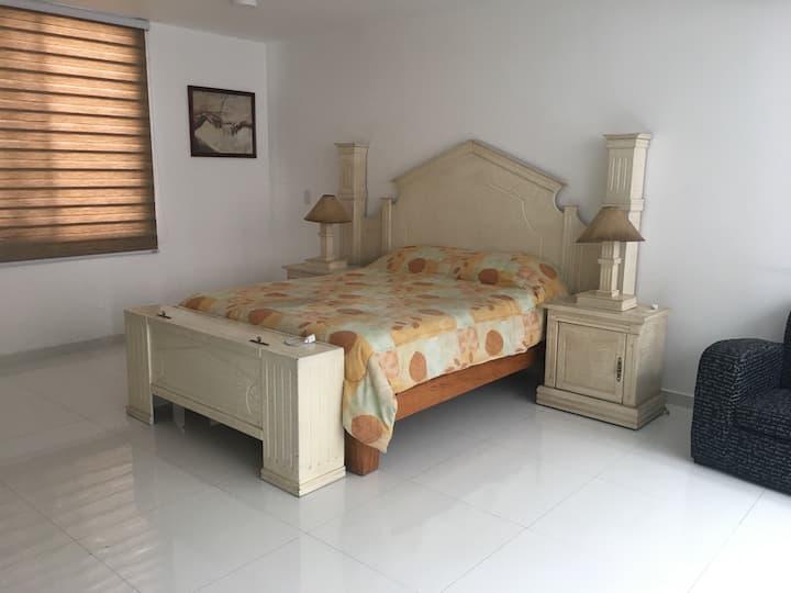 Amplia habitación en Providencia!