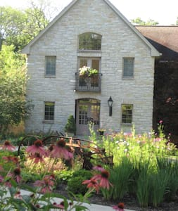 A Hidden Valley b&b, King Suite 1 BR - Oxford - Bed & Breakfast