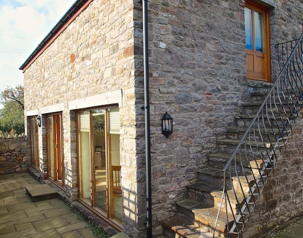 Cosy 3 bedroom barn conversion near to Cotswolds. - Wickwar - Hus