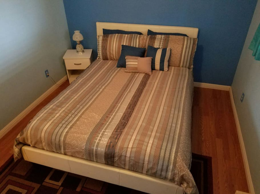 Room to move about the queen bed