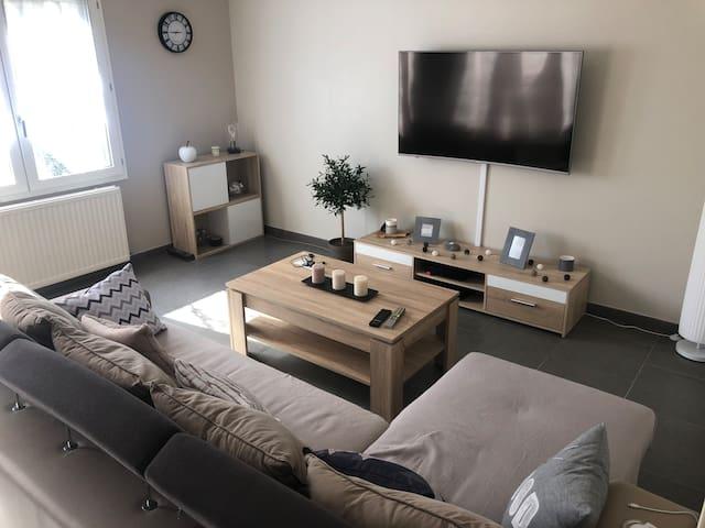 Canapé-lit (salon) avec petit déj : quartier calme