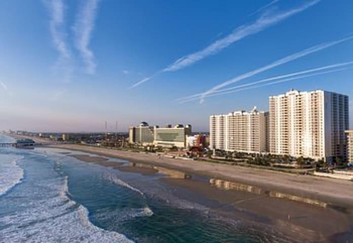 Wyndham Ocean Walk Daytona 1 BR Deluxe Villa!