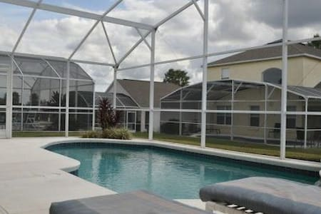 4 bed poolhouse in golf community and nearby parks - Haines City