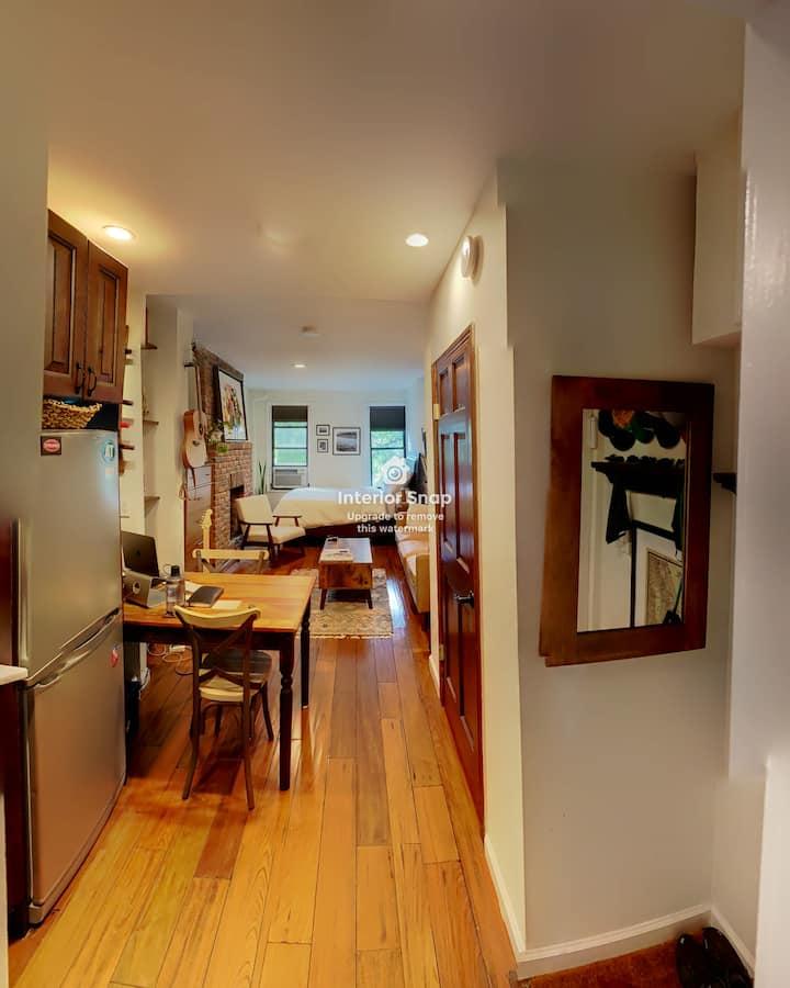 Cozy Studio on Cornelia Street, West Village