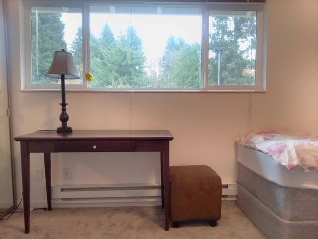 Quiet condo master room
