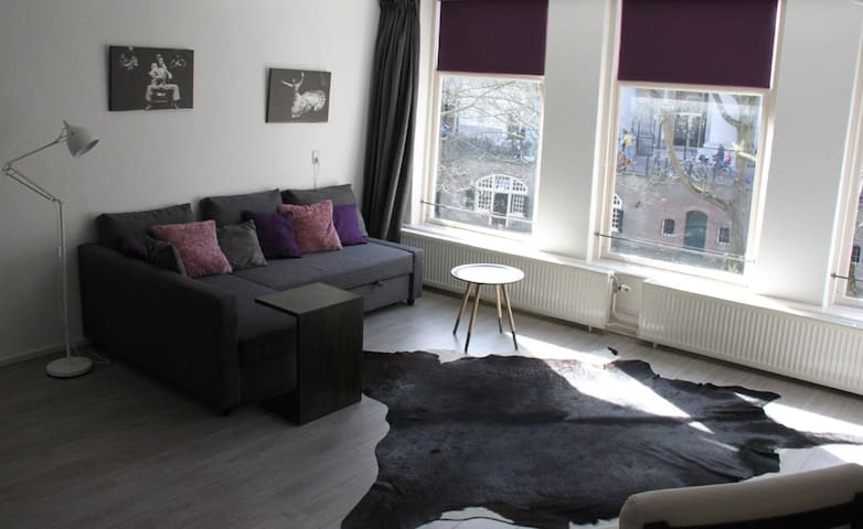 Super central spacious apt at canal - Utrecht