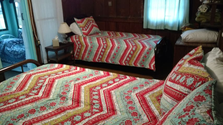 Middle bedroom- Double and Twin